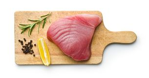 Ny rå tonfiskbiff arkivbilder