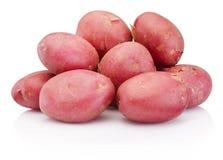 Ny röd potatis som isoleras på vit bakgrund arkivbilder