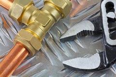 Ny rörmokerikopparpipework som är klar för konstruktion Arkivfoto