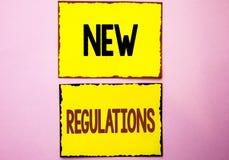Ny reglemente för ordhandstiltext Affärsidéen för ändring av lagar härskar företags normala specifikationer som är skriftliga på  Royaltyfri Foto