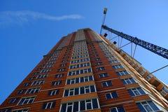ny residental lokal för konstruktionskranhus Royaltyfria Bilder