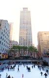 ny rockfeller för center stadsis som åker skridskor york Arkivfoto