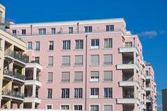 Ny rosa townhouse royaltyfria bilder