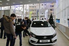 Ny rysk bil Lada Vesta under presentationen 26 December 2015 i bilvisningslokalen av D Royaltyfria Foton