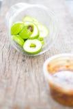 Ny sötsak och sur gräsplan skivad mango med chilideg Arkivfoton