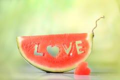 Ny saftig vattenmelonskiva Royaltyfria Bilder