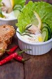 Ny sallad för vitlökostdopp Arkivfoto