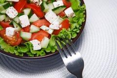 Ny sallad med tomater och gurkor. green. Royaltyfri Foto