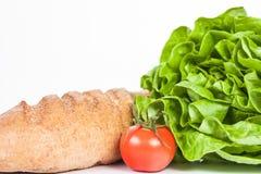 Ny sallad och bio tomat med bröd Fotografering för Bildbyråer