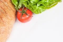 Ny sallad och bio tomat som den sunda frukosten Royaltyfri Foto