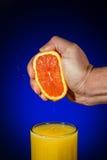 ny sammanpressad fruktsaftorange Arkivbild