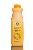 100% ny sammanpressad orange fruktsaft Royaltyfri Bild