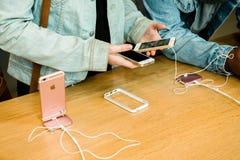 Ny senast smartphone för Apple iPhoneSE från Apple-datorer Royaltyfri Foto