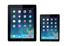 Ny skärm för operativsystemIOS 7 på iPad och iPadkortkortet Apple royaltyfri illustrationer
