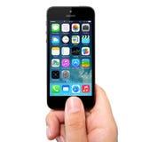 Ny skärm för operativsystemIOS 7 på iPhonen 5 Apple Arkivfoto