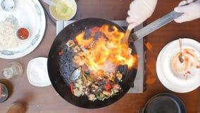 Ny skaldjur i stekpannan på brand Arkivfoto