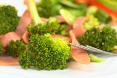 ny skinkasallad för broccoli royaltyfria foton