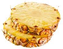 Ny skivad ananas. Cirklar på vit bakgrund royaltyfria bilder