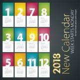 Ny skrivbordkalender för måndag för 2018 veckastarter bakgrund stående Arkivbilder
