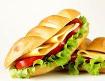 Ny smörgås med grönsaker, ost för grön sallad arkivfoton