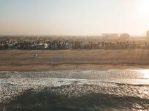 Ny soluppgångmorgon på den Venedig stranden i Los Angeles _ royaltyfri bild