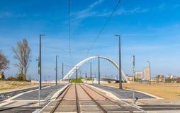 Ny spårvagnlinje Strasbourg - Kehl som förbinder Frankrike och Tyskland Ett stopp på den franska sidan arkivbild