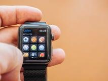 Ny sport app för Apple klockaserie 3 Arkivfoto