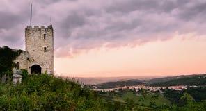 Ny stad och gammal stad av Salle i Abruzzo & x28; Italy& x29; Royaltyfri Fotografi