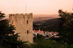 Ny stad och gammal stad av Salle i Abruzzo & x28; Italy& x29; Arkivbilder