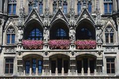Ny stadshusarkitekturdetalj i Marienplatz, Munich, tysk Royaltyfri Fotografi