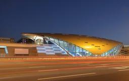 ny station dubai för futuristic metro arkivbild