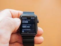 Ny stegräknare för app för hälsa för Apple klockaserie 3, klocka app Arkivfoton