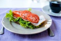Ny sund Tomatoe smörgås Arkivbilder