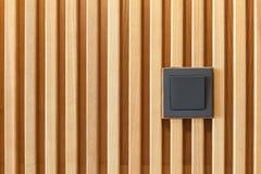 Ny svart strömbrytare på väggen som göras av wood paneler Royaltyfria Bilder