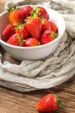Ny trädgård för jordgubbar hemifrån Arkivfoto