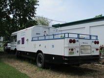 """NY van New York het platformbus van het Reuzenfestival met voor Verkoopteken in Noord-Brunswick, NJ, de V.S. Ð """" Stock Afbeelding"""