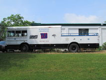"""NY van New York het platformbus van het Reuzenfestival met voor Verkoopteken in Noord-Brunswick, NJ, de V.S. Ð """" Royalty-vrije Stock Foto's"""