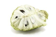 Ny vaniljsås Apple eller mogna Sugar Apple Fruit Annona, sweetsop som isoleras på vit bakgrund på med den snabba banan/brunn-fili Arkivbilder