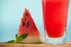 Ny vattenmelonfruktsaft med mintkaramellen, lemonad Arkivfoto
