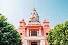 Ny Vishwanath tempel i Varanasi, Indien royaltyfri bild