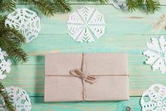 Ny Year' s-gåvor i Kraft papper arkivfoton