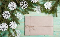 Ny Year' s-gåvor i Kraft papper arkivbild