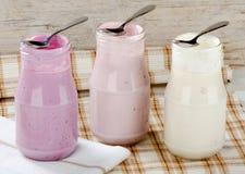 Ny yoghurt fotografering för bildbyråer