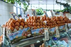 nya ägg på serbiska den Zeleni Venac bondens marknad Fotografering för Bildbyråer