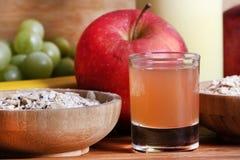 Nya äpplejuiceandsädesslag royaltyfria bilder
