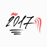 2017 nya år av tuppen Svart bokstäver 2017 som dekoreras med den röda och gula tuppsagan, tupphårkammen, tuppjordluckrare och, sp Royaltyfria Bilder