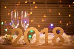 2018 Nya år helgdagsaftonberömbakgrund med champagne Arkivbild