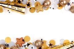 Nya år helgdagsaftondubblettgräns av konfettier och dekor över vit Arkivbilder