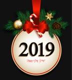 2019 nya år med det röda julförsäljningstecknet, förgrena sig gran, satäng arkivbilder