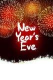 Nya år rött parti för beröm för helgdagsaftonårsdagfyrverkeri Royaltyfria Bilder